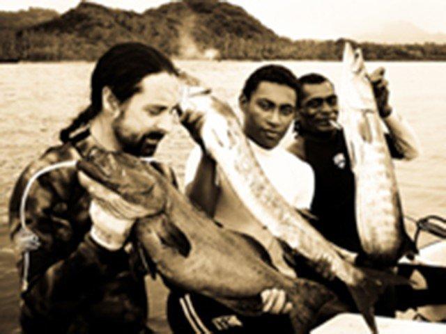 Bert diving with commercial divers in Fiji